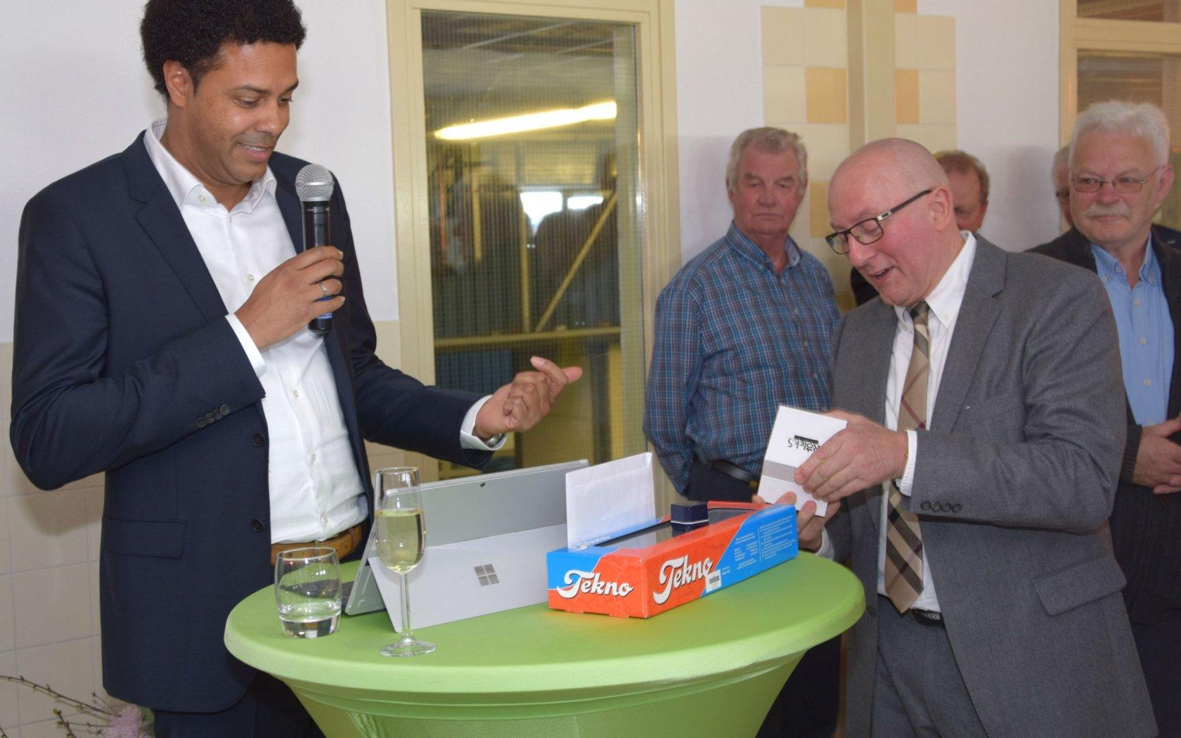 Ary van der Waal, Hoofd Klokzaken 50 jaar in dienst!